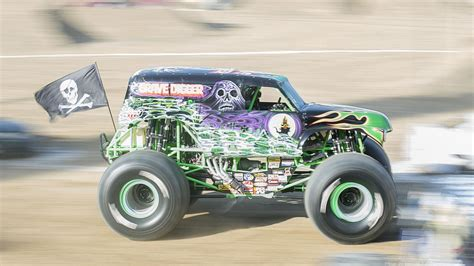 monster truck show jacksonville monster truck jam to come to jacksonville s everbank field