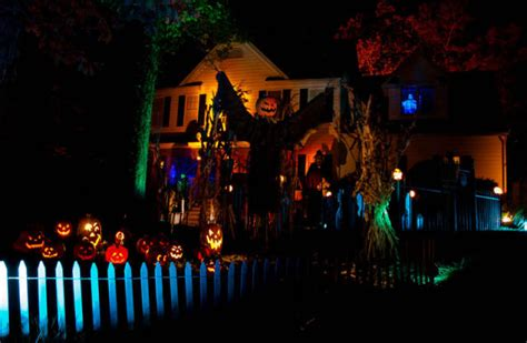 front yard decorations  halloween  pics