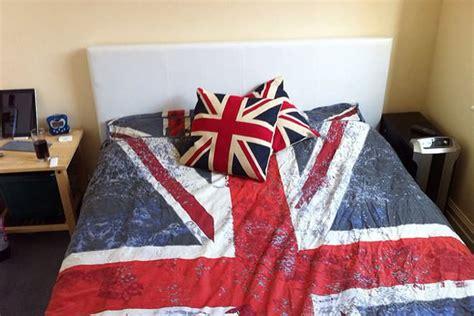 Duvet Vs Comforter Vs Coverlet by Duvet Vs Comforter Difference And Comparison Diffen