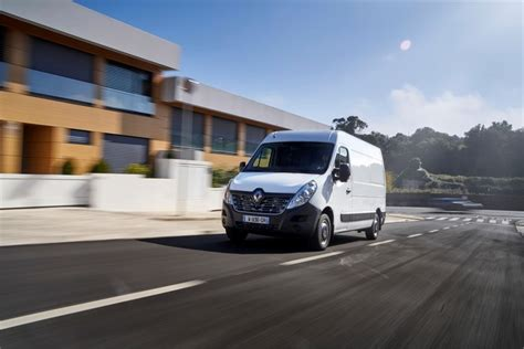 renault master ze electric panel van preview