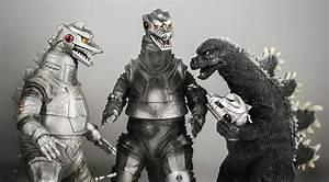 Photo: Three Mechagodzilla heads are better than two