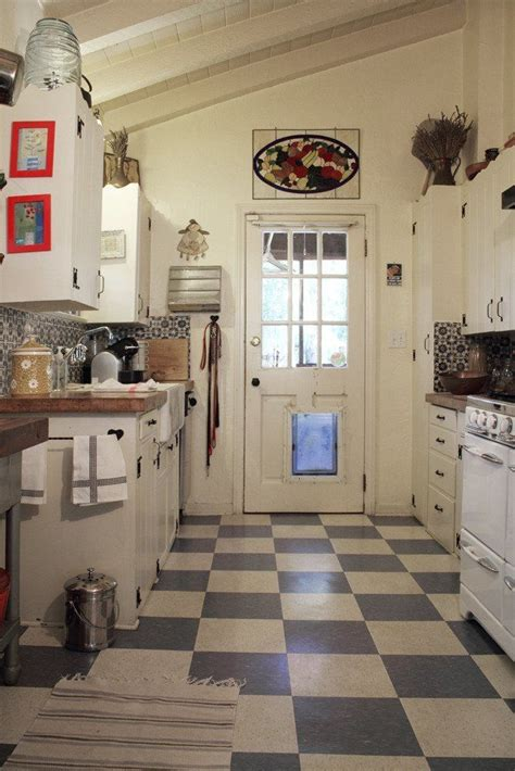 hardwood floor for kitchen 23 best checkerboard floors images on 4150