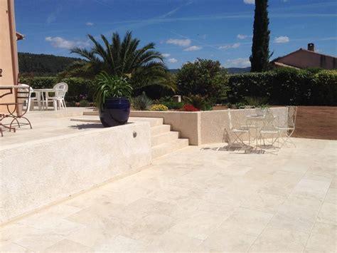 contour de piscine terrasse en travertin  pose
