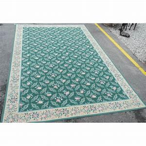 tapis fond vert avec decor fleurs sur moinat sa With tapis champ de fleurs avec canapé style directoire