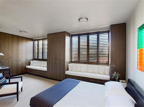 Bedroom Window Seat Ideas by Classic Bedroom Design Idea With Wood Panelling Window