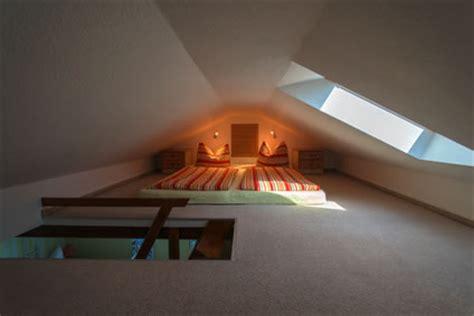 Schlafzimmer Unterm Dach by Schlafzimmer Unterm Dach Dachschr 228 Ge Was