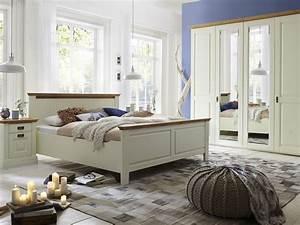 Schlafzimmer Massivholz Landhausstil : lieblich truhe schlafzimmer ideen 10995 ~ Markanthonyermac.com Haus und Dekorationen