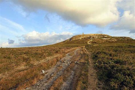 visiter les monts d arr 233 e landes rocs et sommets
