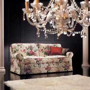 Canape anglais a fleurs hoze home for Tapis champ de fleurs avec canapé 2 5 places