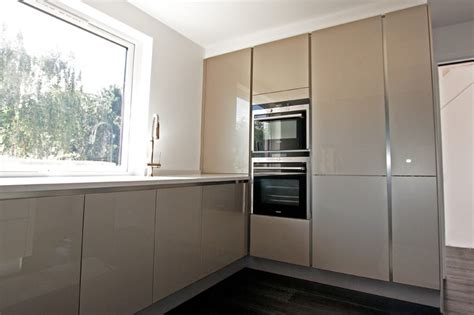 White L Shaped Kitchen With Island High Gloss Chagne Acrylic Kitchens