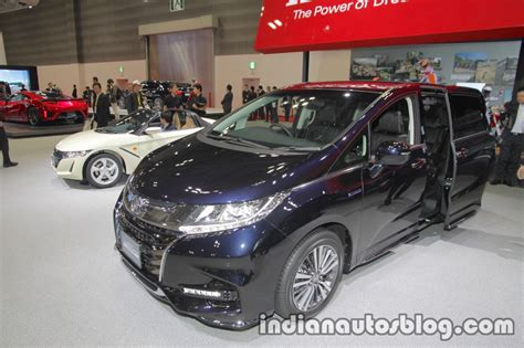 2018 Honda Odyssey (facelift) Front Three Quarters View At