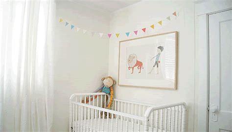 guirlande fanion chambre bebe une guirlande colorée pour la chambre bébé