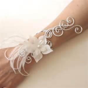 bracelet fleur mariage béabijoux bracelet mariage blanc fleur plumes bra314