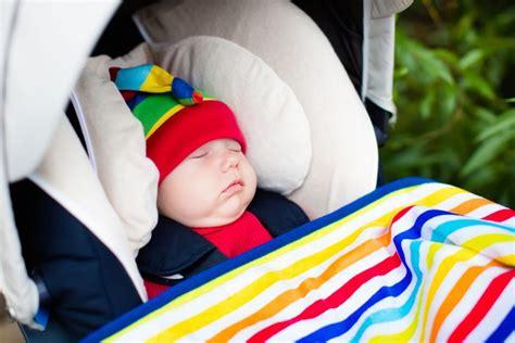 cosy ou siege auto siège auto bébé lit nacelle ou cosy mycarsit