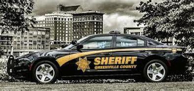 warning man impersonating gcso deputy  disguises car