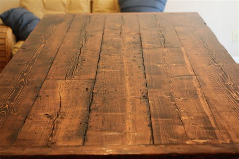 Tisch Aus Altem Holz by The Reclaimed Wood Gives It An World Feel I Also