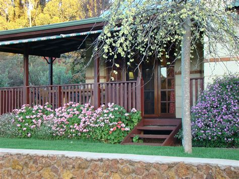 Australian Backyard - cottage gardens australia front yard back yard