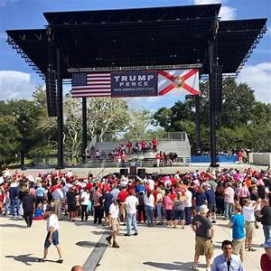 Crowd is arriving for donald trump's speech at central ...