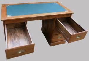 bureau en bois exotique bureau à caissons en bois exotique 6 tiroirs