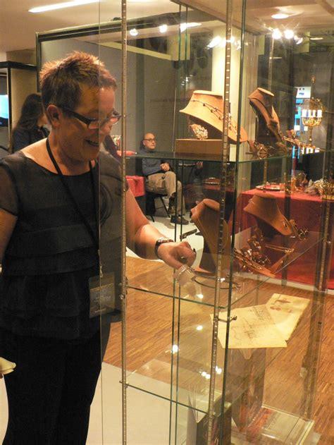 la vitrine medicale perpignan le bijou en grenat de perpignan pr 233 sent au salon international du patrimoine culturel carrousel