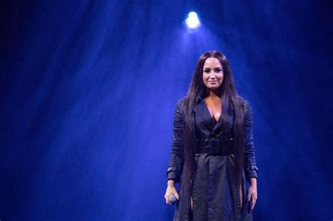 Demi Lovato Finally Scores Her First Uk Number One Single