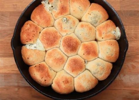 de delicieuses cheese balls  la mozzarella  au pesto