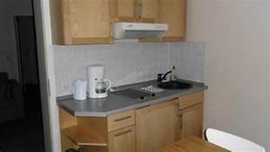 Küche Mit Kühlschrank : zwei zimmer appartement in der pension alte h uslerei ftp ~ Markanthonyermac.com Haus und Dekorationen