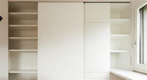 comment poser des portes de placard coulissantes