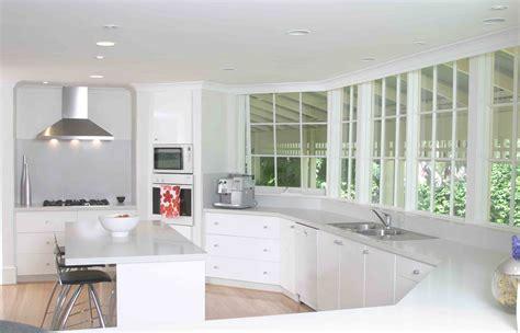 small kitchen design ideas 2014 aydınlık sade ve ferah beyaz mutfaklar alışveriş 8043