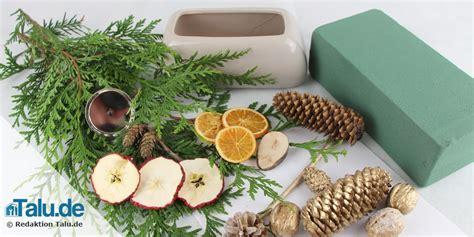 Weihnachtsgestecke Selber Machen by Weihnachtsgesteck Aus Naturmaterialien Selber Machen Talu De