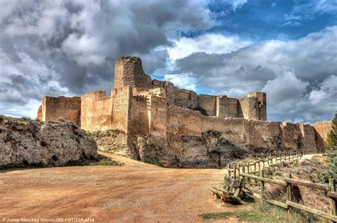 Descubre el encanto que encierra el Castillo de Ayud