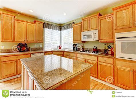 cuisine de couleur pièce de cuisine de couleur de miel photo stock image 41488999