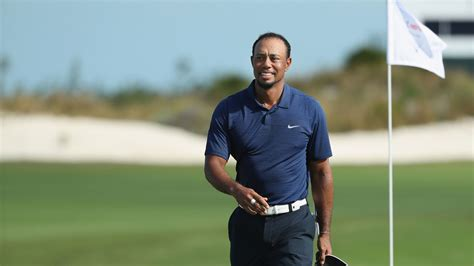 Dubai Hotel Tiger Woods Hitting Golf Balls