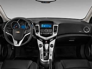 Image: 2011 Chevrolet Cruze 4-door Sedan LTZ Dashboard