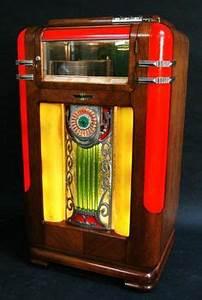 Beautiful HMV Art Deco wooden speaker