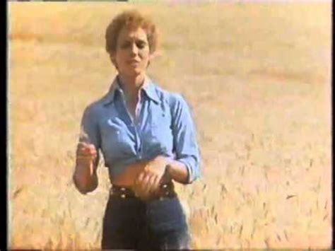 Sandy Duncan 1981 Nabisco Wheat Thins Commercial - YouTube