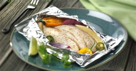 how to bake fish in the oven how to cook fish in foil packets in the oven livestrong com