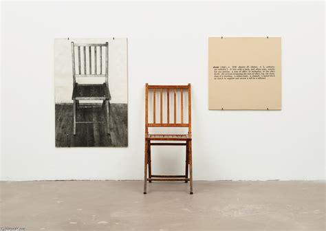 une et trois chaises 1965 de joseph kosuth