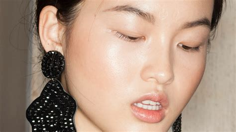 How To Use Highlighter On Your Face 8 Ways To Get The
