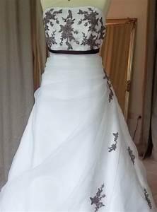 Brautkleid Mit Farbe : empire brautkleid ivory lila mit schleife kleiderfreuden ~ Frokenaadalensverden.com Haus und Dekorationen