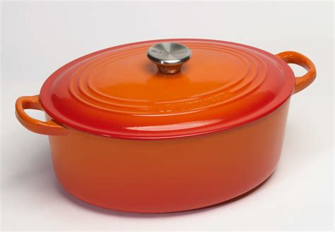 ustensiles de cuisine en silicone le creuset cocotte ovale 27 cm volcanique cocottes en