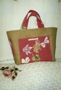 Tapis En Toile De Jute : petit sac en toile de jute sur un tapis de coton r alis ~ Teatrodelosmanantiales.com Idées de Décoration