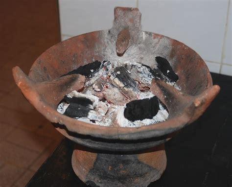 cuisiner dans un tajine en terre cuite avril 2013 l 39 algerie ses coutumes sa culture et ses traditions page 2