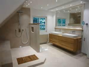 badezimmer ideen dachgeschoss die besten 17 ideen zu moderne badezimmer auf modernes badezimmerdesign duschen und