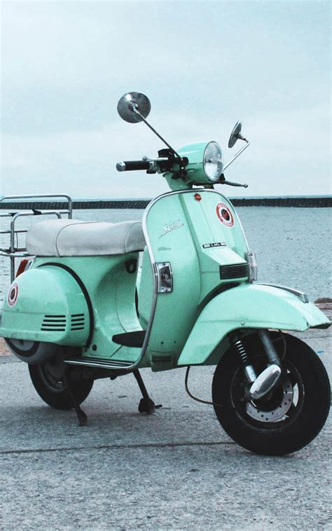 vintage scooter  pure  ultra hd mobile