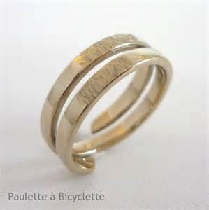 alliance mariage alliance de mariage en or blanc effet écorce anneau sur mesure paulette à bicyclette