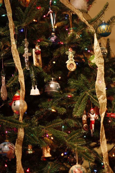 how to wrap a christmas tree with ribbon ribbon rob a dedicated to ribbon crafts