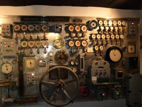 reconstitution de la salle des machines d un vieux navire de guerre pmm colbert 2006 2007