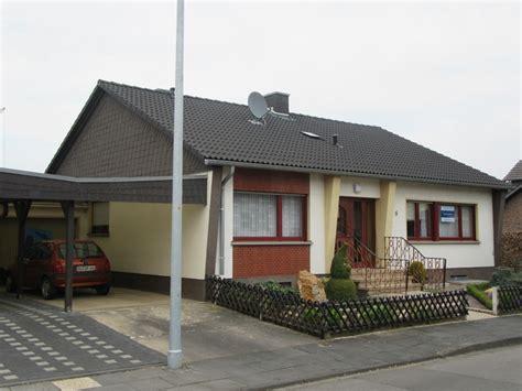 Garage Immobilien by V E R K A U F T Bungalow Mit Garage Carport Und Garten