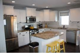 White And Grey Kitchen With Yellow Accents Traditional Kitchen Traditional Kitchen With Pale Yellow Cabinets And White Countertops Yellow Kitchens Kitchen But It S The Buttery Yellow Paint That Makes This Kitchen A